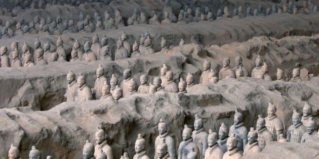 """L'armée de terre cuite chinoise, dans le mausolée du """"premier empereur""""."""