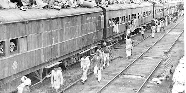 A refugee special train at Ambala Station. The carriages are full and the refugees seek room on top.