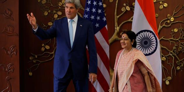 U.S. Secretary of State John Kerry (L) meets Indian External Affairs Minister Sushma Swaraj, August 30, 2016. REUTERS/Adnan Abidi