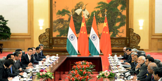 Indian Prime Minister Narendra Modi (4th R) talks with Chinese Premier Li Keqiang (2nd L) during their meeting at the Great Hall of the People in Beijing, China May 15, 2015. REUTERS/Kenzaburo Fukuhara/Pool