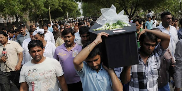 Dead body of acid attack victim Delhi girl Preeti Rathi taken to home at Narela on June 3, 2013 in New Delhi, India.
