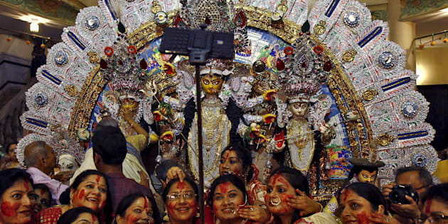 Hindu women use a selfie stick to take pictures after worshipping the idol of the Hindu goddess Durga on the last day of the Durga Puja festival in Kolkata, India, October 22, 2015. The Durga Puja festival is celebrated from October 19 to 22, which is the biggest religious event for Bengali Hindus. Hindus believe that the goddess Durga symbolises power and the triumph of good over evil. REUTERS/Rupak De Chowdhuri
