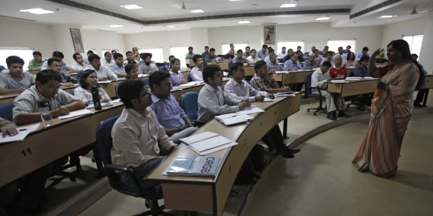 MBA students attend a lecture at a classroom at the Management Development Institute (MDI) in Gurgaon, 2012.  REUTERS/Adnan Abidi