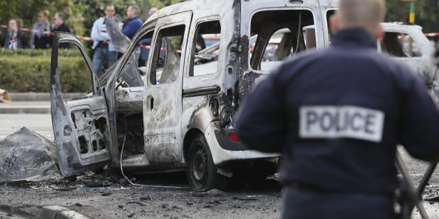 Une voiture de police brûlée lors de l'agression du 8 octobre 2016 à Viry-Chatillon en Essonne.