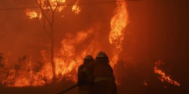 Firefighters battle out-of-control bushfire threatening properties in Sydney's West