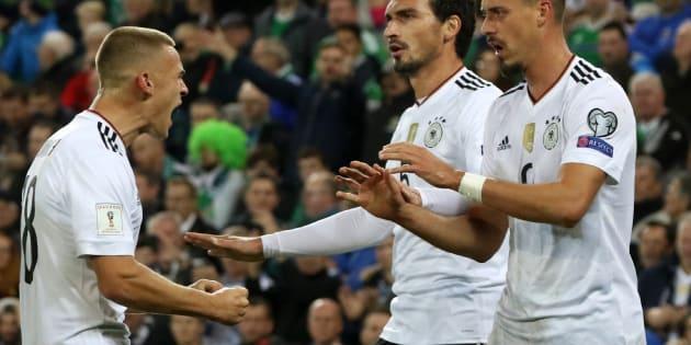 Les Allemands célébrant leur second but en Irlande du Nord le 5 octobre 2017.
