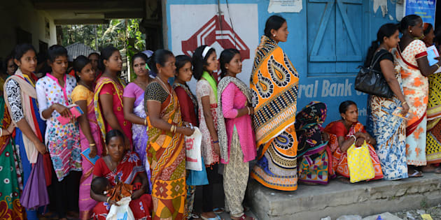 Indian village customers form queues outside banks to deposit and exchange old denomination Indian Rupee 500 and 1000 currency notes for new ones, in Bhutkirhut Village on the outskirts of Siliguri  on November 15, 2016. Long queues formed outside banks in India since the government's shock decision to withdraw the two largest denomination notes from circulation creating havoc problems mainly in rural areas where the lack of availibilty of ATM and banks. Villagers who work mostly by daily wage basis use to reach the bank after walking miles in early morning to exchange their old notes. / AFP / DIPTENDU DUTTA