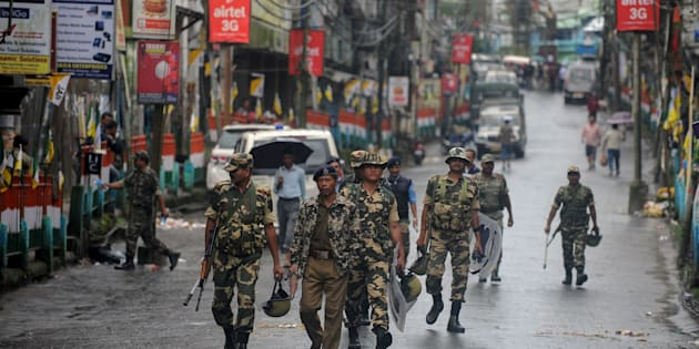 Indian paramilitary forces patrol during a strike demanding a new Indian state at Kalimpong town, some 75 km, from Siliguri, on September 28, 2016.