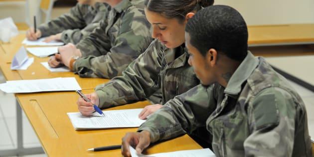 Macron ou Le Pen, les jeunes électeurs intrigués par les programmes sur le service militaire (Photo d'illustration, des participants au service militaire volontaire, le 27 avril 2016 à Montigny-lès-Metz)