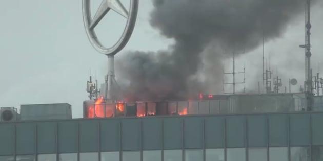 Un incendie sur le toit d'un célèbre gratte-ciel de Berlin