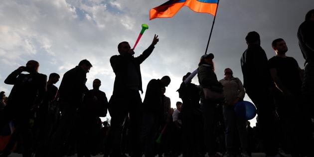 """Serge Sarkissian démissionne après sa ruse """"à la Poutine"""" qui a mis des milliers d'Arméniens dans la rue"""