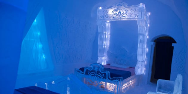 39 frozen suite 39 disney inspired hotel de glace room is pretty cool. Black Bedroom Furniture Sets. Home Design Ideas