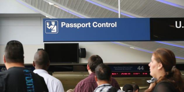 Comment la police aux fronti res contr le les passeports - Bureau de change aeroport de bordeaux ...