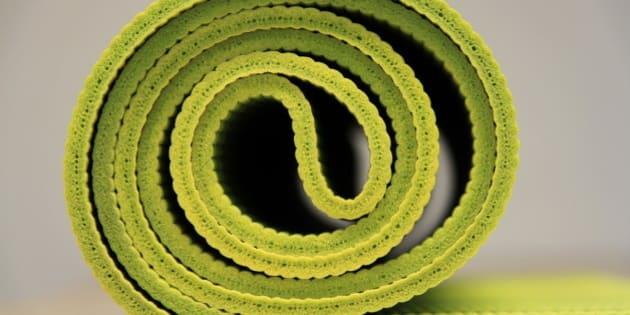 quel tapis de yoga choisir 7 choses savoir avant de se d cider. Black Bedroom Furniture Sets. Home Design Ideas