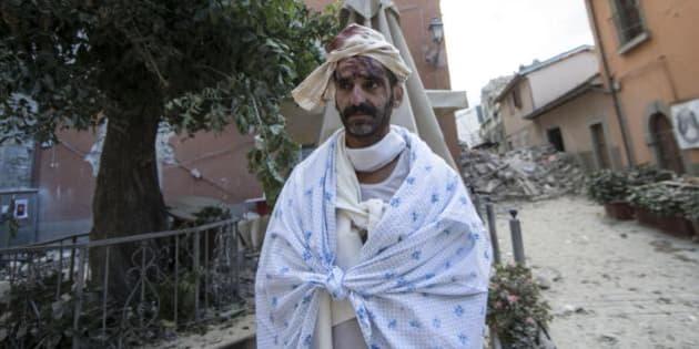 Il terremoto ha lasciato 2500 persone senza casa l huffington post - Casa senza fondamenta terremoto ...