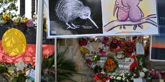 Des fleurs et des messages sont placés devant la mosquée Lakemba à Sydney, cinq jours après les attaques terroristes contre deux mosquées à Christchurch, qui ont tué 50 fidèles musulmans dans la ville.