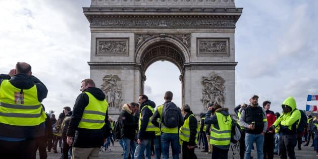 Des gilets jaunes manifestant lors de l'acte XVII à Paris le 9 mars 2019.