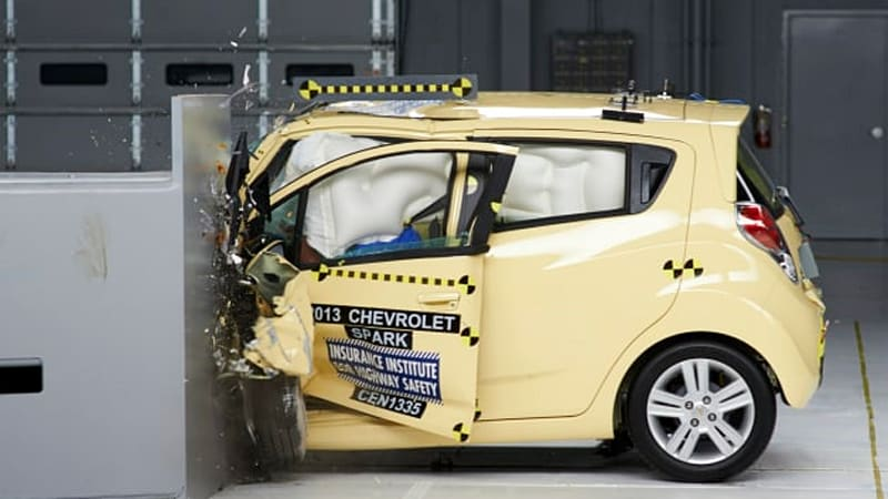 IIHS tests 11 minicars, finds them wanting in small-overlap crash test