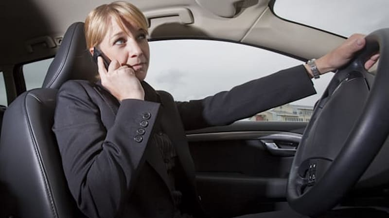 New study finds talking on mobile phones while driving doesn't increase crash rates