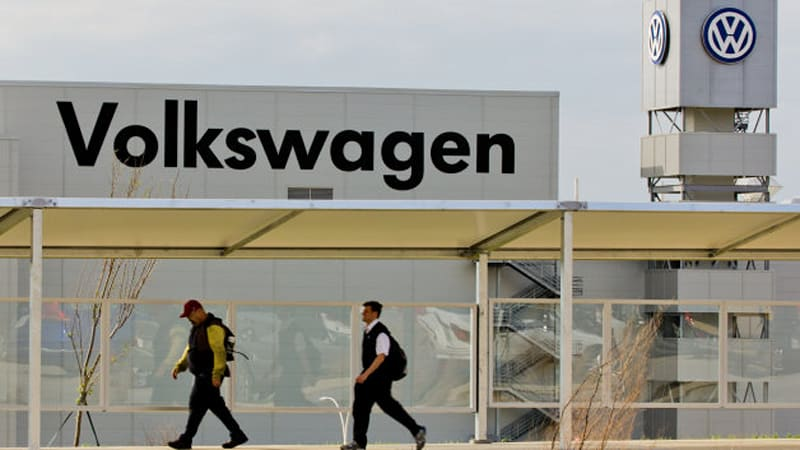 Are VW execs pushing workers to unionize in Chattanooga?