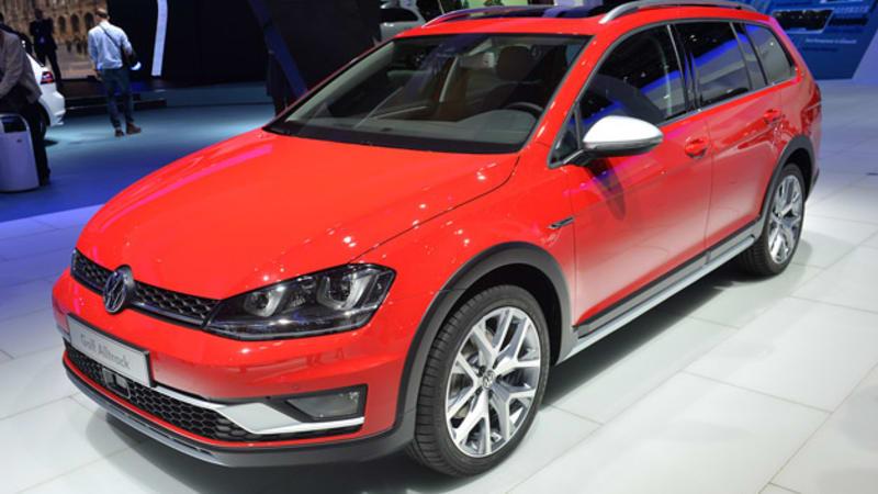 2015 Volkswagen Golf Alltrack Jacks Up Onto Stage Autoblog