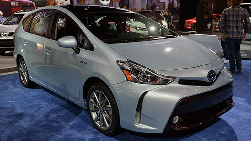 2015 toyota prius v gets updated looks and content autoblog. Black Bedroom Furniture Sets. Home Design Ideas