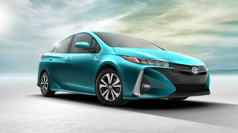 The Toyota Prius S Roof Mounted Solar Panel Isn T Coming To Us Autoblog