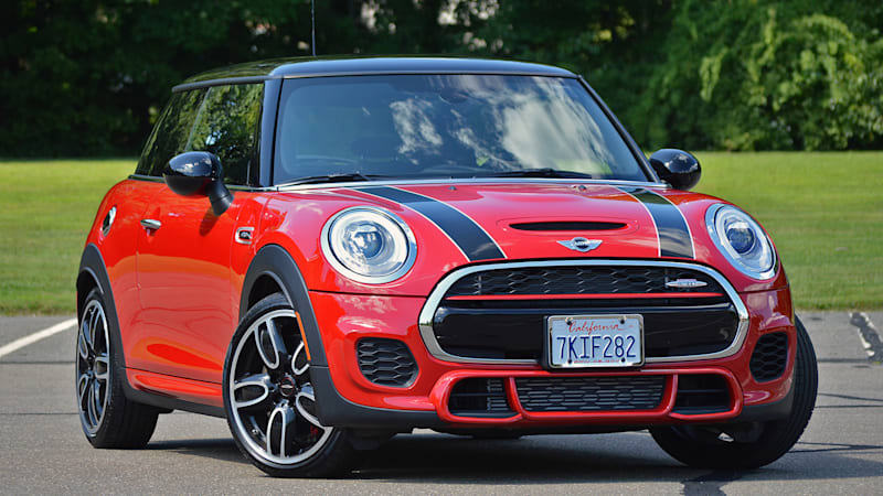 2015 mini john cooper works hardtop video review autoblog. Black Bedroom Furniture Sets. Home Design Ideas