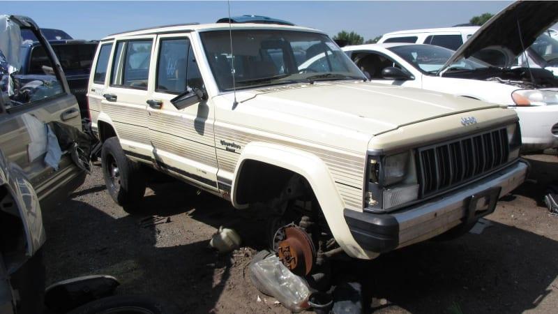 1988 jeep cherokee pioneer junkyard find autoblog 1988 jeep cherokee pioneer junkyard