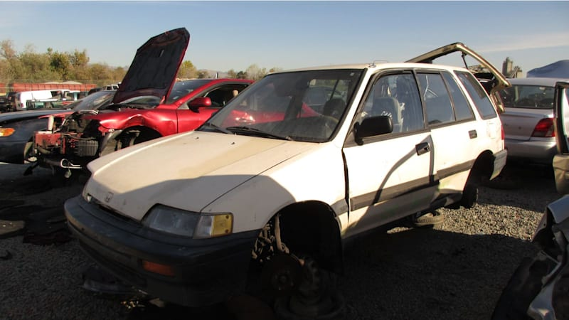 honda civic wagon junkyard find autoblog. Black Bedroom Furniture Sets. Home Design Ideas