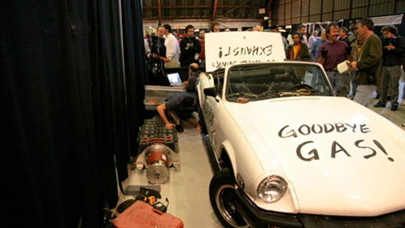 Left Coast Electric Converts 1978 Triump Into An Ev In Three Minutes Video