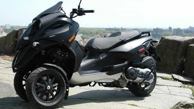 piaggio mp3 on the lincoln highway a no age limit adventure autoblog. Black Bedroom Furniture Sets. Home Design Ideas