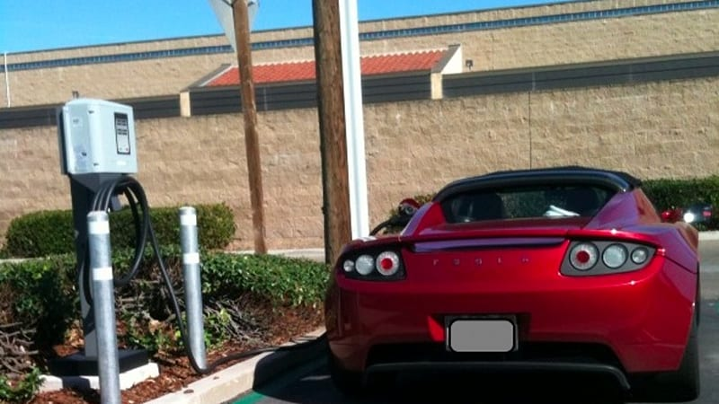 Tesla Driver Helps Roadster Fans With Donated Charge Point Between La And Sf