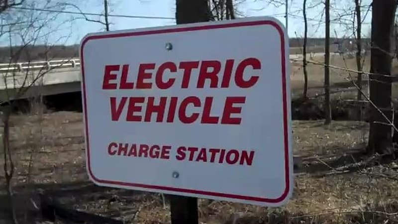 Video: Kwik Trip stores install 70 free charging stations (well