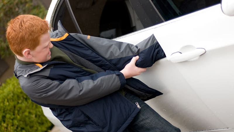 While most of us are aware that 43000 Americans die each year in car crashes it\u0027s shocking to hear that the unsuspected car door also causes a huge amount ... & Watch Your Fingers: Most car-related injuries caused by doors - Autoblog