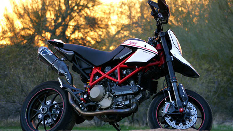 Review: Ducati Hypermotard 1100 EVO SP induces grins