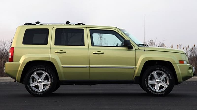 review 2010 jeep patriot deserves a second look autoblog. Black Bedroom Furniture Sets. Home Design Ideas
