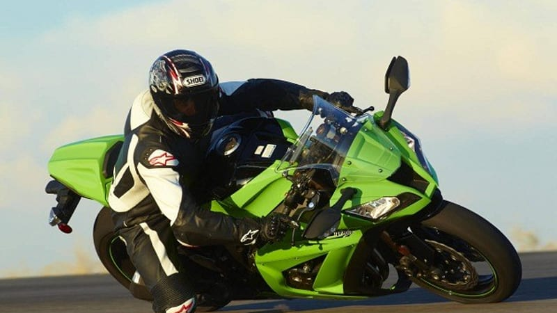 2011 Kawasaki ZX-10R: More power + less weight = more speed | Autoblog