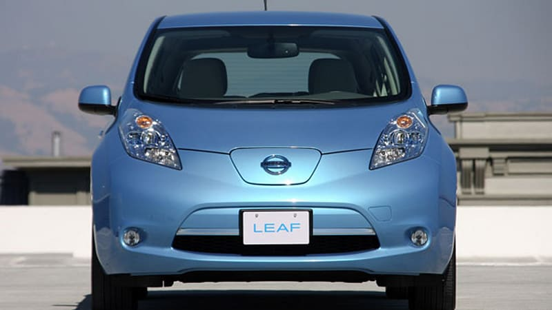 2011 nissan leaf pros and cons of living with an electric car autoblog. Black Bedroom Furniture Sets. Home Design Ideas
