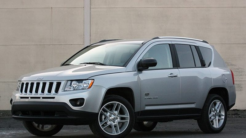 review 2011 jeep compass autoblog rh autoblog com Inside Jeep Compass Manual 2014 Jeep Compass Manual
