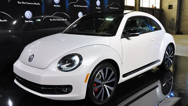 new york 2011 vw beetle live reveal autoblog. Black Bedroom Furniture Sets. Home Design Ideas