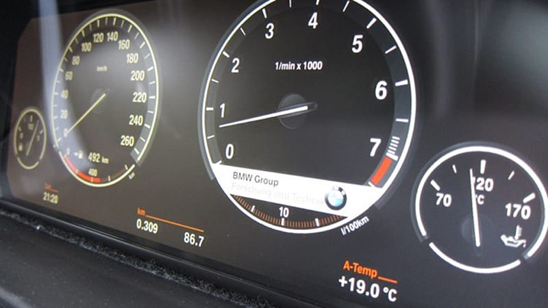 BMW developing customizable LCD gauges for refreshed 5 and 7