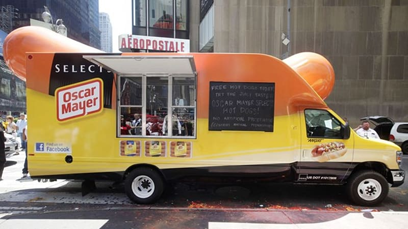 oscar mayer takes on food truck craze with new wienermobile autoblog. Black Bedroom Furniture Sets. Home Design Ideas