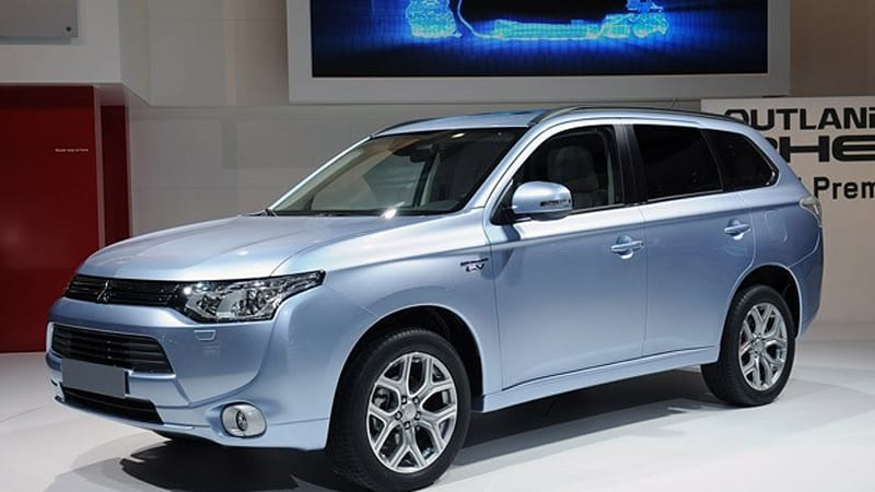 Mitsubishi Outlander PHEV is world's first production plug-in hybrid