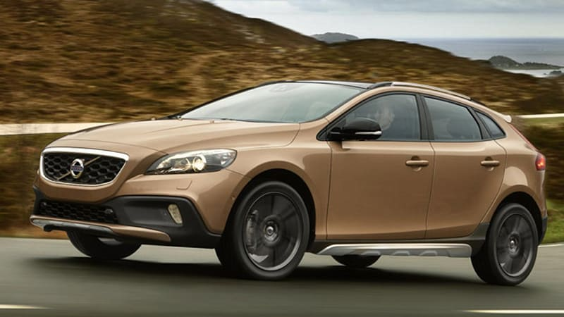 Volvo Lifts Up New Volvo V40 Cross Country For The Whole World To
