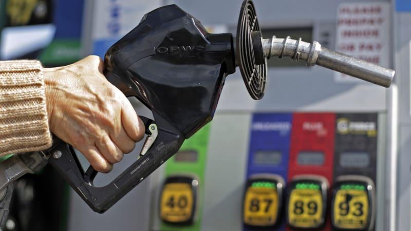 Trump scraps fuel economy freeze, now proposes slight increases