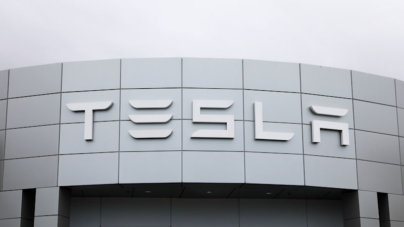 Tesla shows off coronavirus ventilator built from car parts