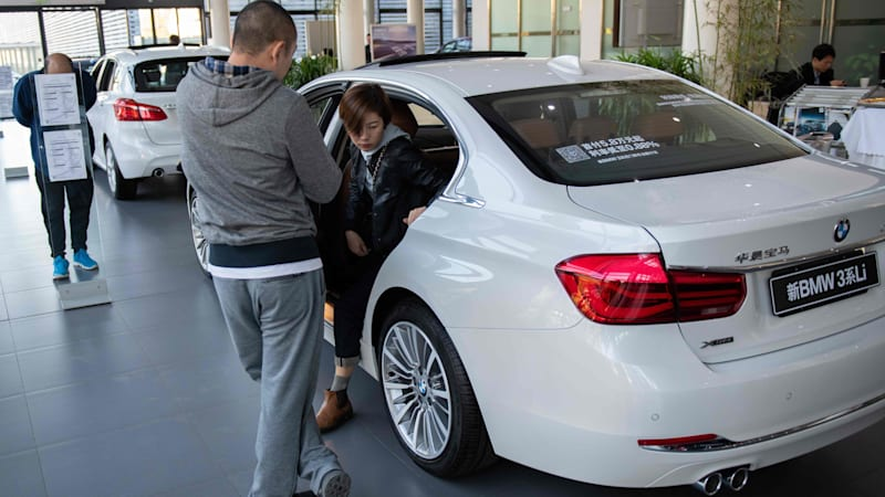 China's passenger car sales fall 6.5% in June