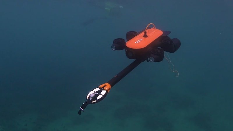 This aquatic drone lets you explore the ocean like a researcher