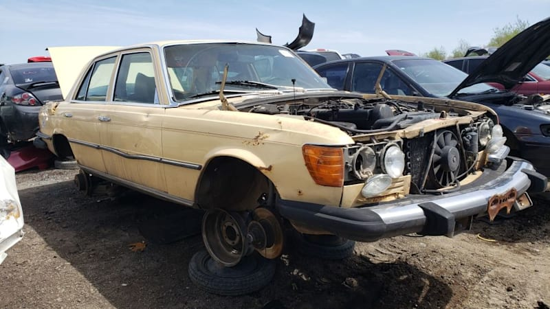 00-1980-Mercedes-Benz-300D-in-Colorado-wrecking-yard-photo-by-Murilee-Martin3.jpg